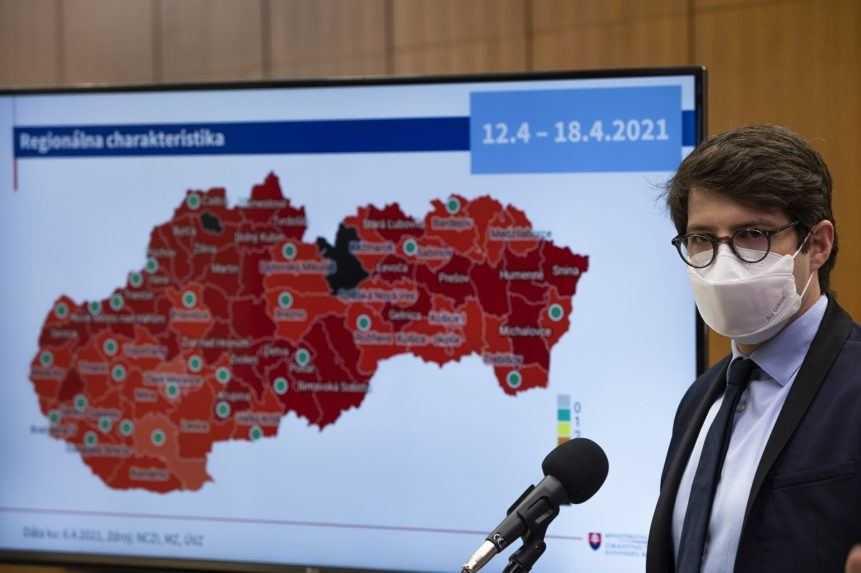 Epidemická situácia sa zlepšuje, čierne okresy sú už na Slovensku iba dva (+mapa)