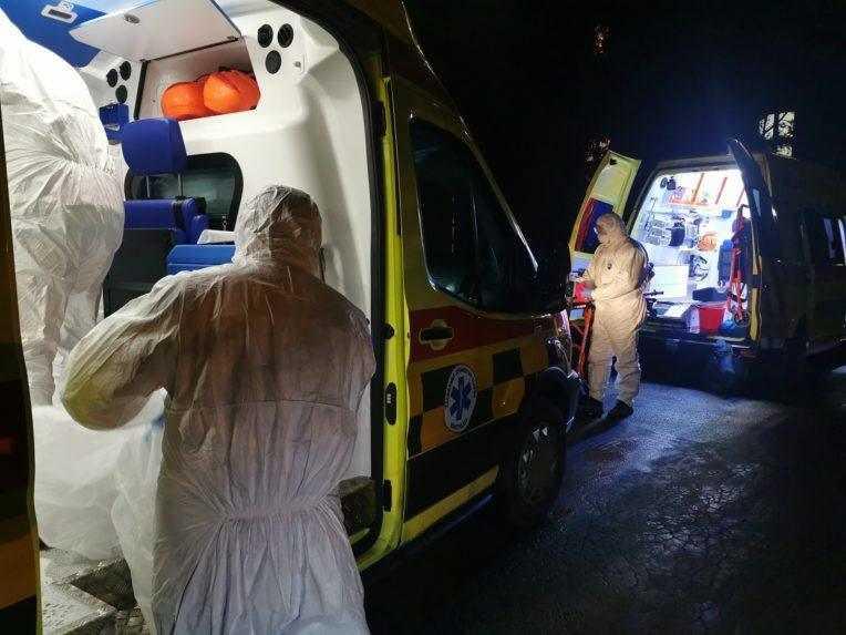 Počet hospitalizovaných s covidom narástol