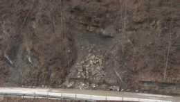 Po mesiaci uzávery cesty na Orave: Miestni kritizujú tempo sanácie, staviteľ sa bráni