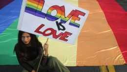 O manželstvách ľudí rovnakého pohlavia vo Švajčiarsku rozhodnú v referende