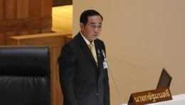 Usvedčila ho fotka. Premiér Thajska dostal pokutu za nenosenie rúška
