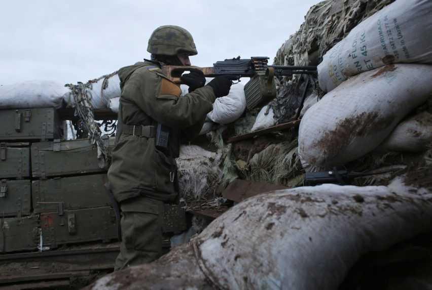Napätie na rusko-ukrajinských hraniciach stúpa, Lavrov ukazuje na americké lode vČiernom mori