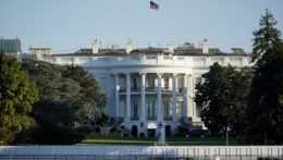 Spojené štáty vyhostia desať ruských diplomatov, na Rusko uvalia aj nové sankcie