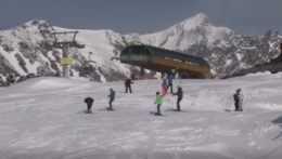 Prvá lyžovačka v apríli. Lyžiarske strediská namiesto záverečnej spustili vleky