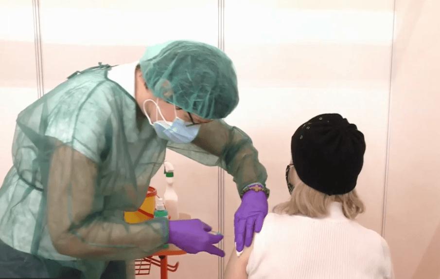 Užívať po očkovaní Acylpyrin? Lekári tento nápad prirovnávajú k hoaxu