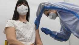 Na vakcináciu sa už tento týždeň budú môcť prihlásiť všetci od 16 rokov