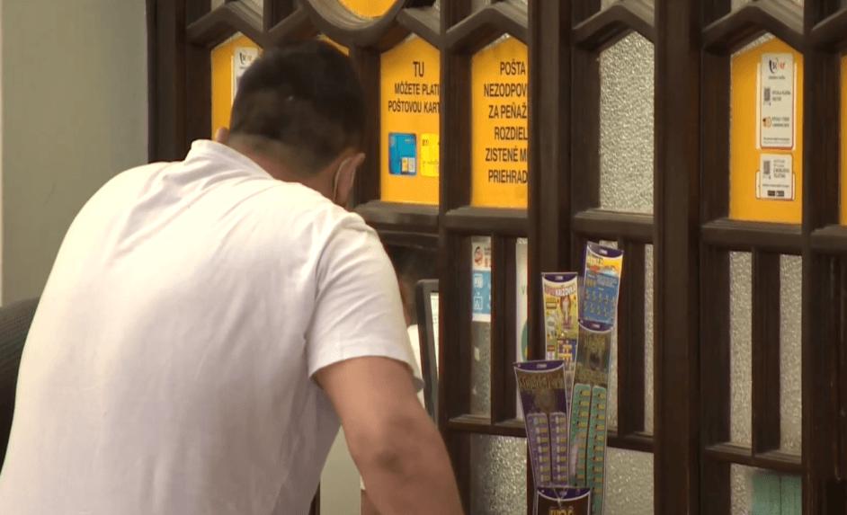 Slovenská pošta berie peniaze aj za službu, ktorú neurobí