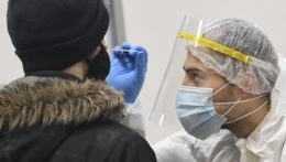 Pribudlo 87 úmrtí na covid, počet hospitalizovaných pacientov klesol