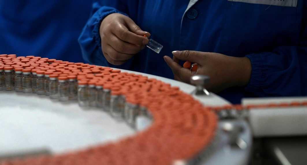 Pracovníci továrne znehodnotili 15 miliónov dávok vakcín proti covidu