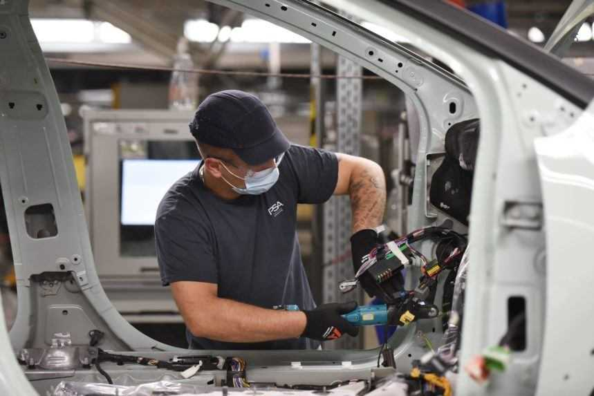 Trnavská automobilka odstavila výrobu, zamestnanci dostali deň voľna