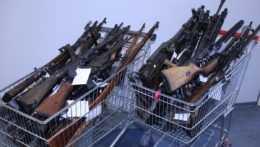 Počas štvrtého kola zbraňovej amnestie odovzdali Slováci tisícky zbraní a nábojov