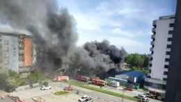 Hasiči zlikvidovali požiar skladov v Podunajských Biskupiciach