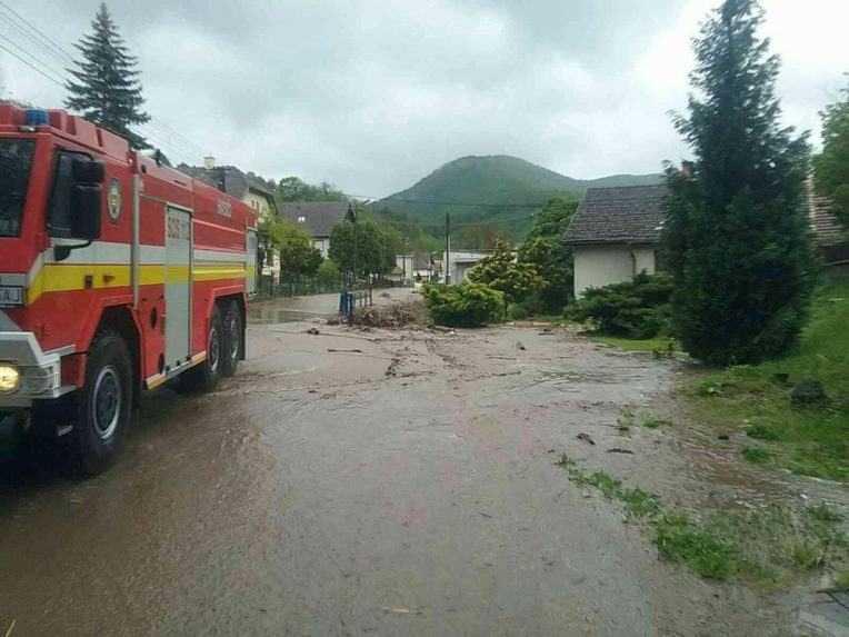 Povodne majú prvú obeť, pri Rudne nad Hronom sa pretrhla protipovodňová hrádza