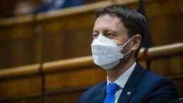 Heger cíti podporu koaličných partnerov, svojim ministrom dôveruje