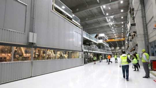 Ružomberská firma spustila výrobu na novom papierenskom stroji