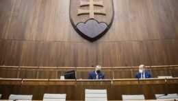 Poslanci ukončili mimoriadnu schôdzu o stretnutí v SIS