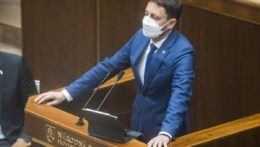 Premiér Heger príde poslancom objasniť schôdzku v SIS
