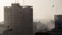Izraelsko-palestínske boje už majú 60 obetí, vzájomné útoky pokračujú