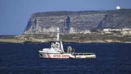 Prišli stovky migrantov. Tábor pre nich je na Lampeduse kompletne zaplnený