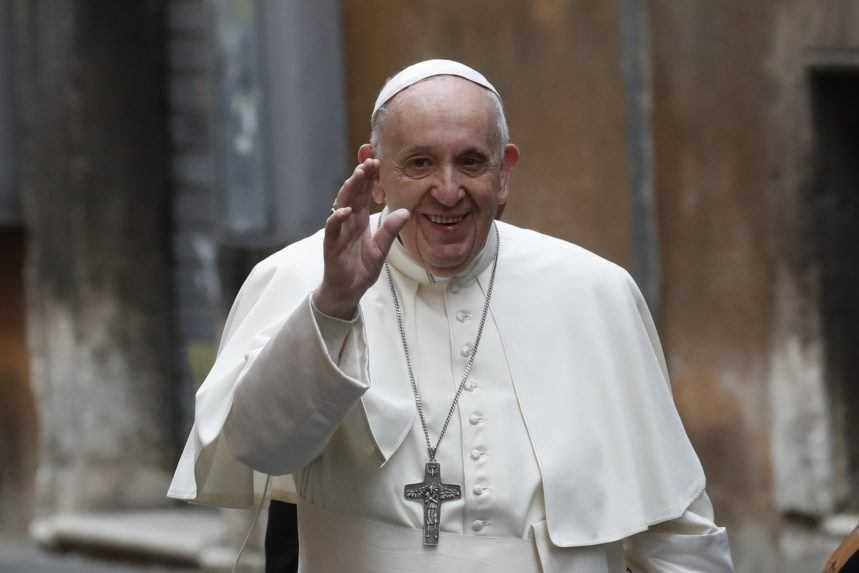 Pápež sa s Orbánom stretnúť nechce. Uprednostní návštevu Slovenska, píše katolícky denník