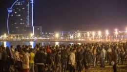 Davy ľudí v Španielsku a Belgicku oslavovali koniec zákazu nočného vychádzania