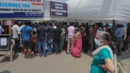 India hlási takmer 4 200 úmrtí na covid za deň