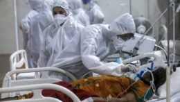 Rýchle šírenie koronavírusu v Indii môže pocítiť aj Západ, v krajine je mnoho podnikov zatvorených