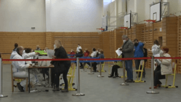 V Košiciach išli ľudia na očkovanie druhou dávkou AstraZenecy aj bez pozvánky