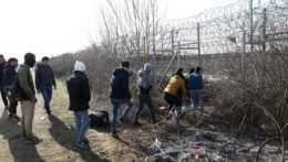 Doteraz im stačili nožnice. Migrantov má na grécko-tureckej hranici zastaviť digitálna bariéra