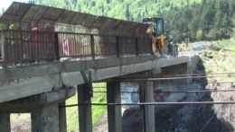Hrozilo, že sa zrúti. Most v dezolátnom stave ohrozoval železnicu