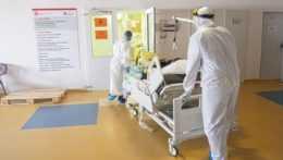 zdravotný personál v nemocnici