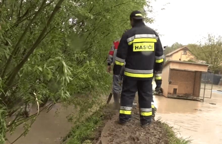 Skalicu a Senicu potrápili silné búrky, následky odstraňovali hasiči