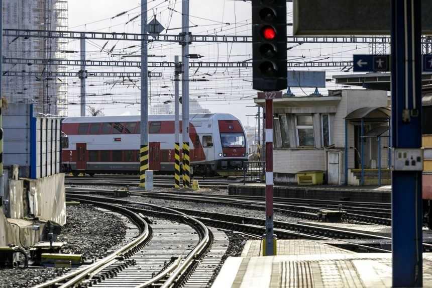Železničná spoločnosť uvažuje nad zmenami pri bezplatnom cestovaní vlakmi
