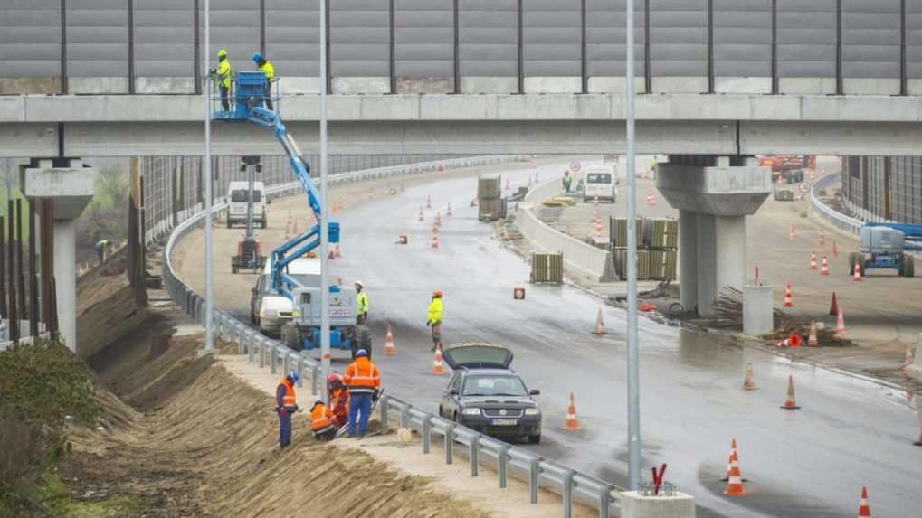 Rastúce ceny stavebných materiálov môžu predražiť aj oddialiť výstavbu diaľníc