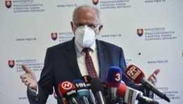 Mičovský stiahol svoju demisiu. Chce ostať ministrom pôdohospodárstva
