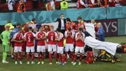 ME vo futbale: Dána Eriksena resuscitovali na ihrisku, jeho stav je stabilizovaný