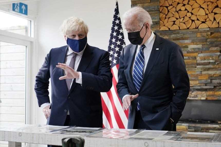 Biden má za sebou stretnutie s Johnsonom, obaja sa zaviazali  k podpore ľudských práv