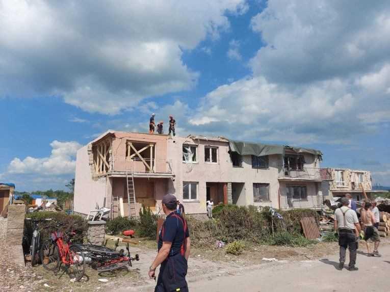 Rýchla pomoc po tornáde na južnej Morave viazne. Štát ľuďom hromadne vracal žiadosti