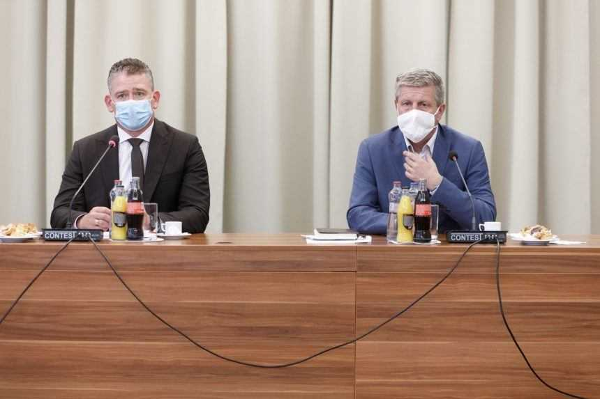 Krčméry a Mikulec vyzvali ľudí, aby dovolenkovali na Slovensku