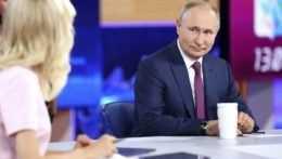Nechal som sa zaočkovať Sputnikom V, priznal Putin. Povinnú vakcináciu odmieta