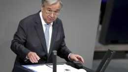 Na archívnej snímke z 18. decembra 2020 generálny tajomník OSN António Guterres