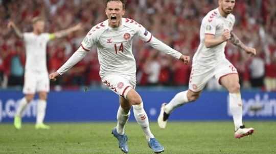Zápas Rusko - Dánsko na ME vo futbale 2020.