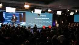 Pohľad na hľadisko zaplnené účastníkmi podujatia Globsec 2021 Bratislava Forum.