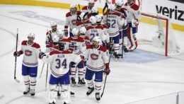 Hráči Montreal Canadiens sa tešia z víťazstva nad Vegas.