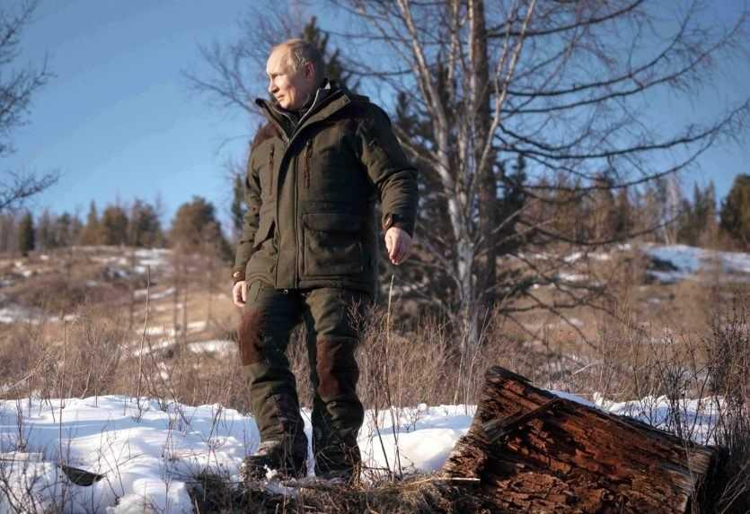 Obyvatelia dediny na Sibíri prosia o asfaltovú cestu. Nie Putina, ale Merkelovú