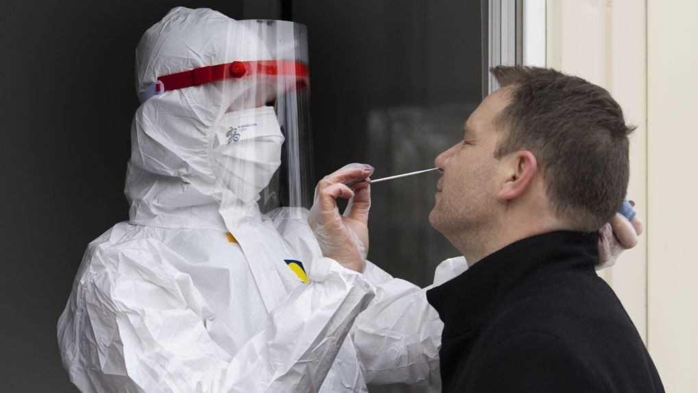 Vo štvrtok pribudlo 1 155 infikovaných a 3 úmrtia