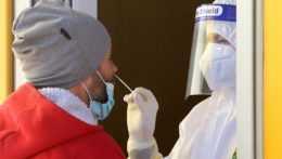 Testovanie na koronavírus v mobilnom odbernom mieste