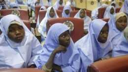 Na ilustračnej snímke školáčky z internátu strednej dievčenskej školy v Nigérii.