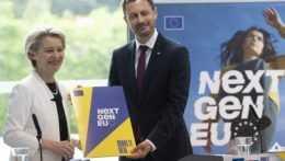 Predsedníčka Európskej komisie Ursula von der Leyenová a premiér Eduard Heger.