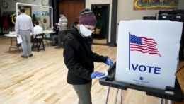 Hlasovanie v prezidentských voľbách 2020.